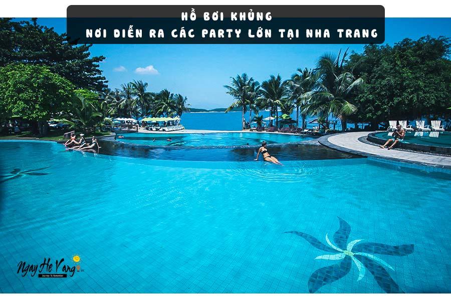 Hồ bơi rông lớn trên đảo Hòn Tằm