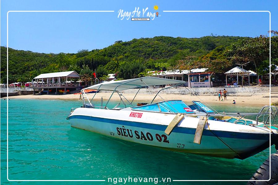 Thuê cano/ tàu gỗ tham quan các đảo Nha Trang