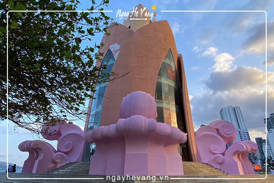 Tầng 1 tháp trầm hương