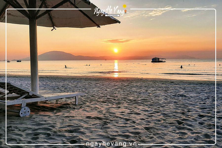 Địa điểm du lịch ở Ninh Hòa bãi biển dốc lết